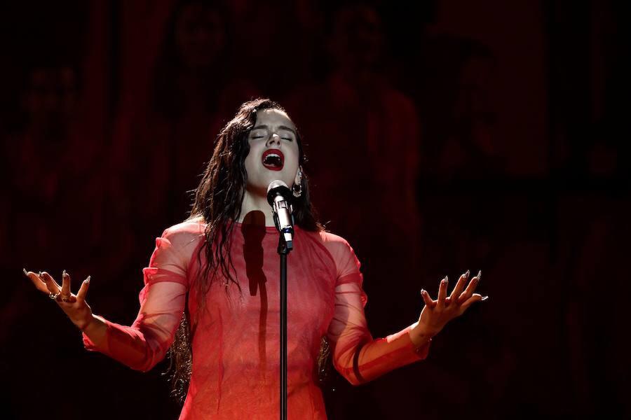 Rosalía, durante su actuación. / Afp
