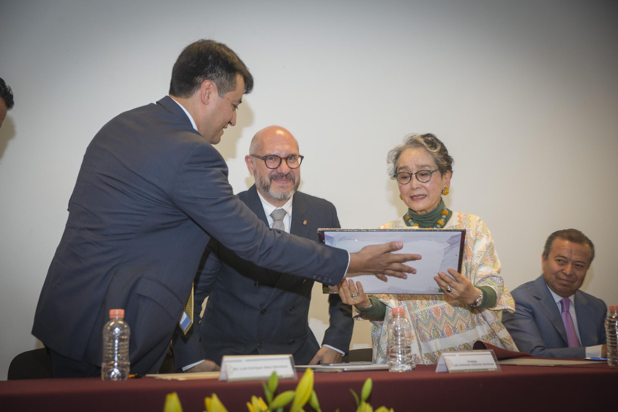 Rinden homenaje a investigadora Yoko Sugiura Yamamoto