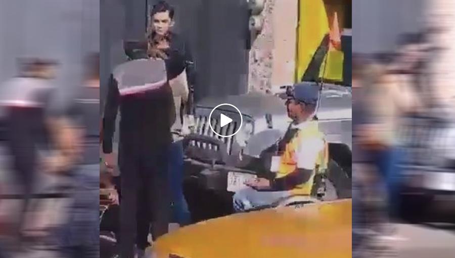 Agrede adolescente a policía en silla de ruedas (VIDEO)