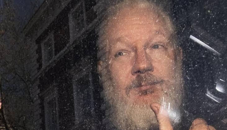 Anonymous amanezca a Reino Unido, Ecuador y Estados Unidos, exige liberen a Assange