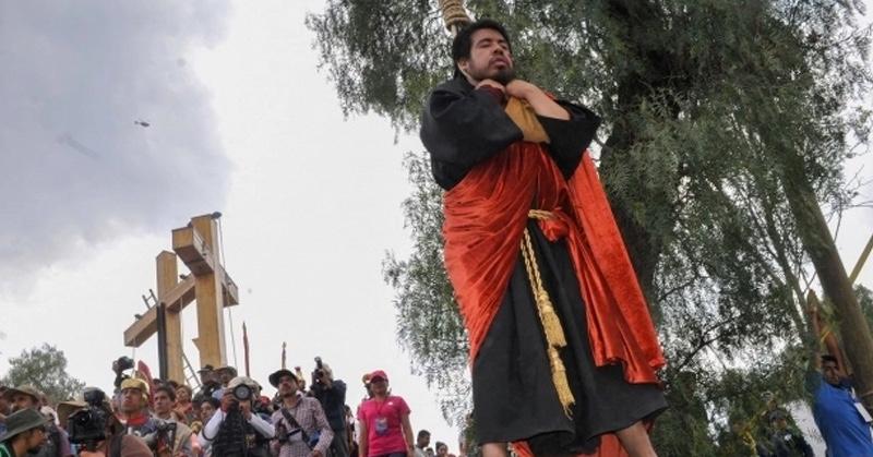 Judas casi se ahoga de verdad en representación de Semana Santa