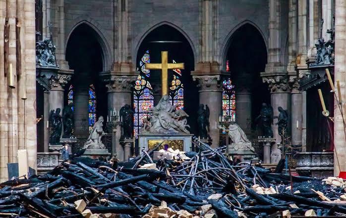 Revelan que obreros que restauraban la catedral de Notre Dame fumaron dentro