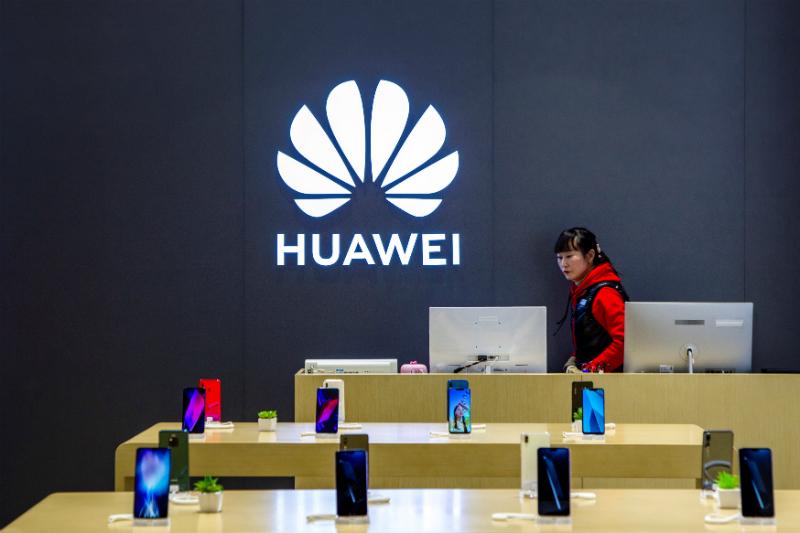 Asaltan tienda telefónica y dejan los Huawei