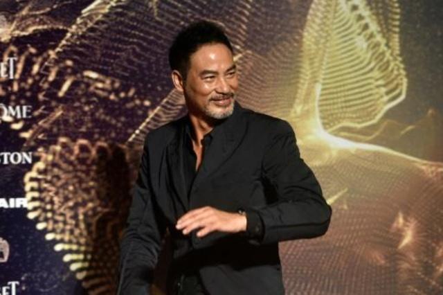 El actor Simon Yam fue apuñalado durante una rueda de prensa
