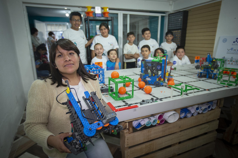 Egresados de UAEM crearon la Escuela de Robótica y Tecnología NIRT