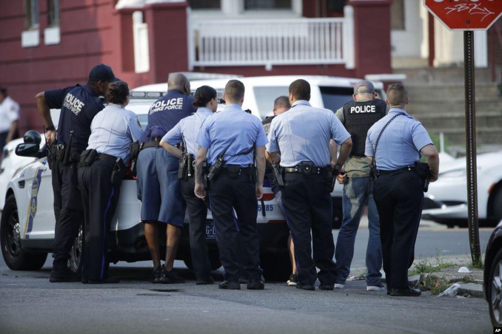 Detienen a un supuesto tirador en Filadelfia; van seis policías heridos
