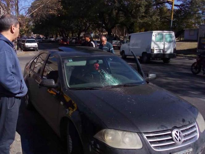 Vendedor ambulante agrede a conductora por no comprarle