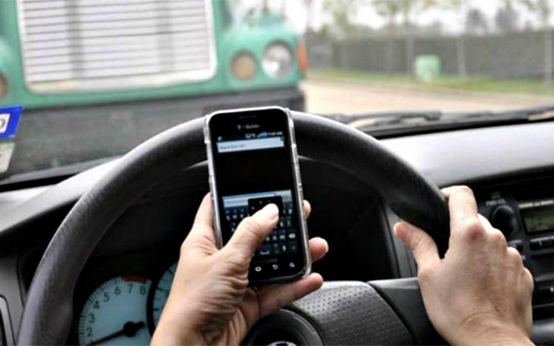 Mayores sanciones a quien cause accidentes vehiculares por usar el teléfono: José Couttolenc