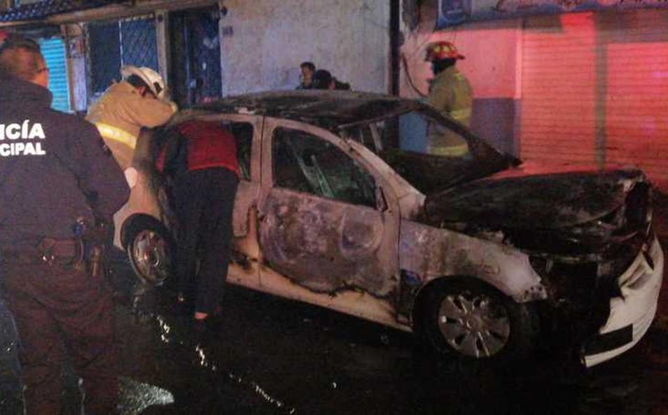 Se incendia vehículo en Metepec