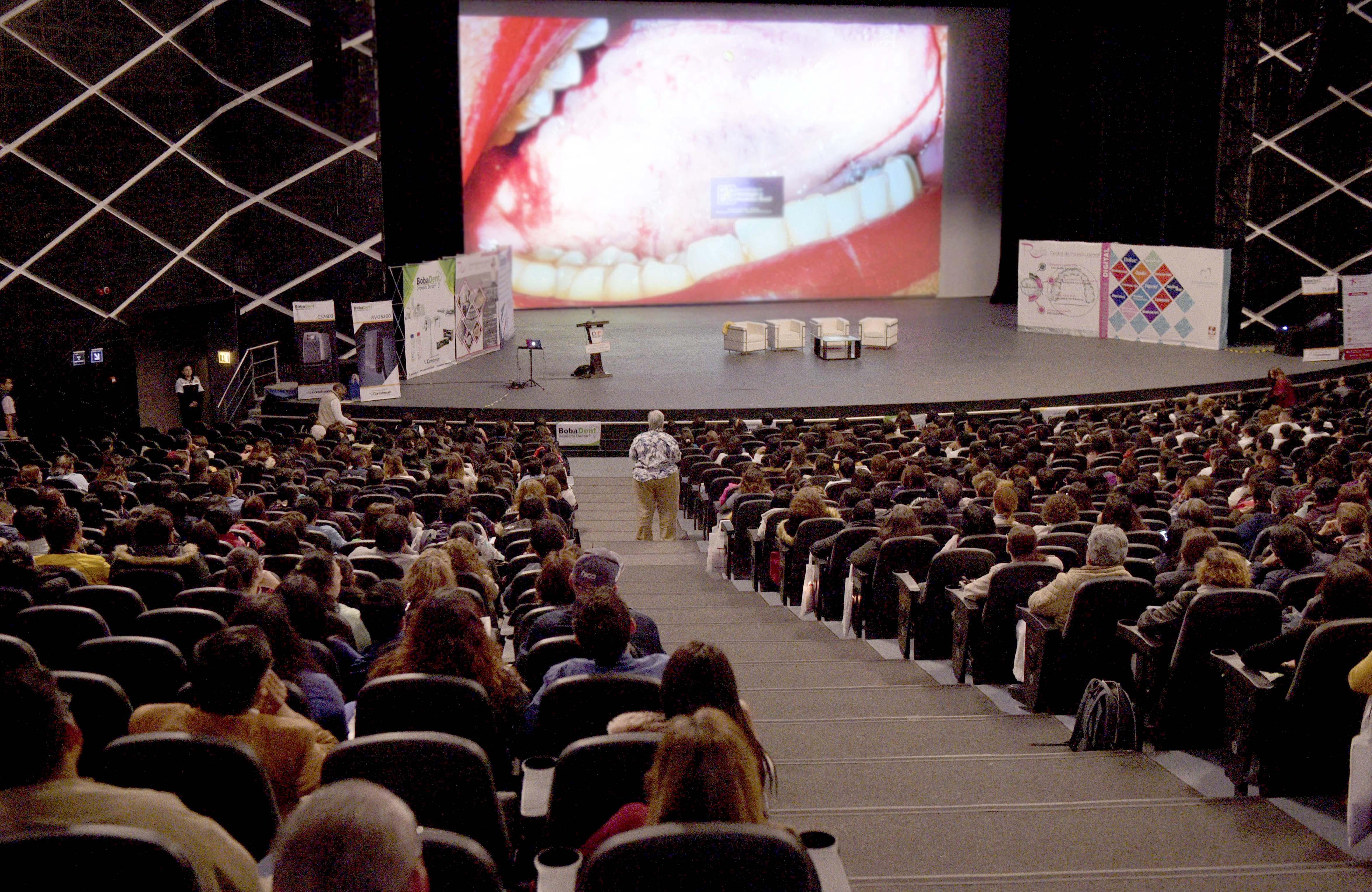 Capacita DIFEM a más de mil odontólogos mexiquenses