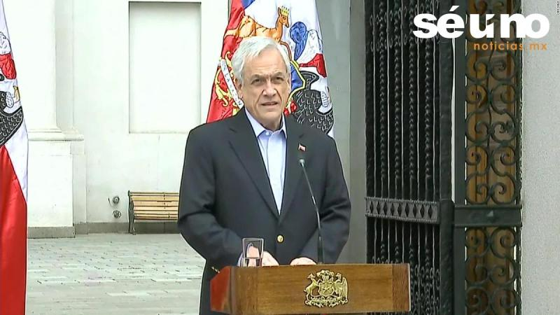 Sebastián Piñera, presidente de Chile, pidió este sábado la renuncia de todo su gabinete