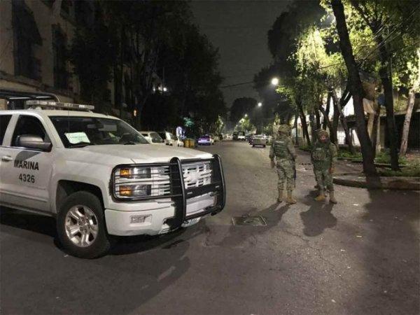 Elementos de la Secretaría de Marina Armada de México llevan a cabo un fuerte operativo en varias vecindades y calles de Peralvillo y Tepito, en la alcaldía Cuauhtémoc.