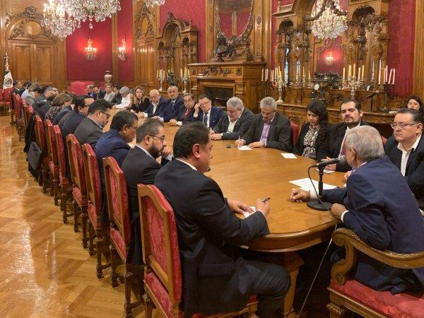 En un memorándum, el presidente López Obrador ordenó a los funcionarios públicos abstenerse de actuar en asuntos partidistas