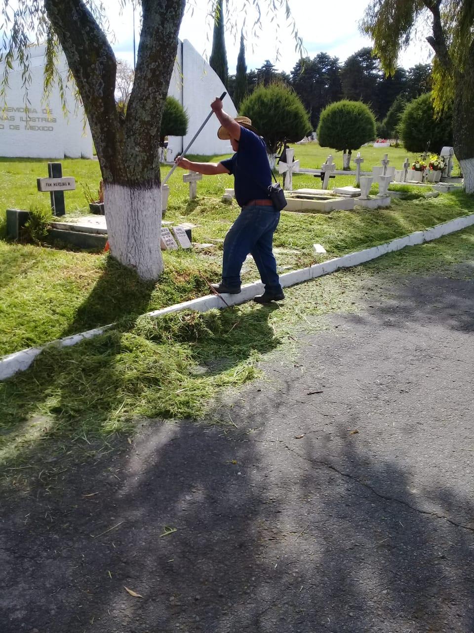 Listos panteones de Toluca para el Día de Muertos