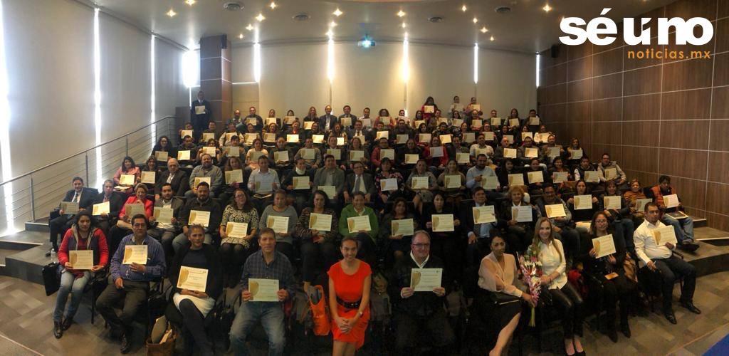 Reciben 128 servidores públicos capacitación para atender cursos al sector empresarial