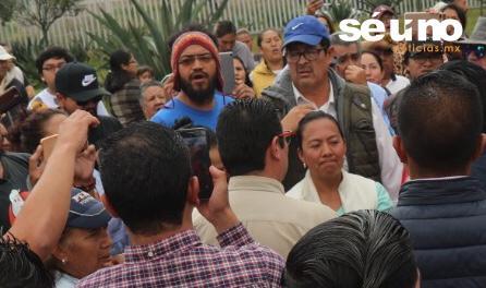 MANIFESTANTES EN CONTRA DE LA GN EN LA PILA AGREDEN A SERVIDORES PÚBLICOS DE METEPEC