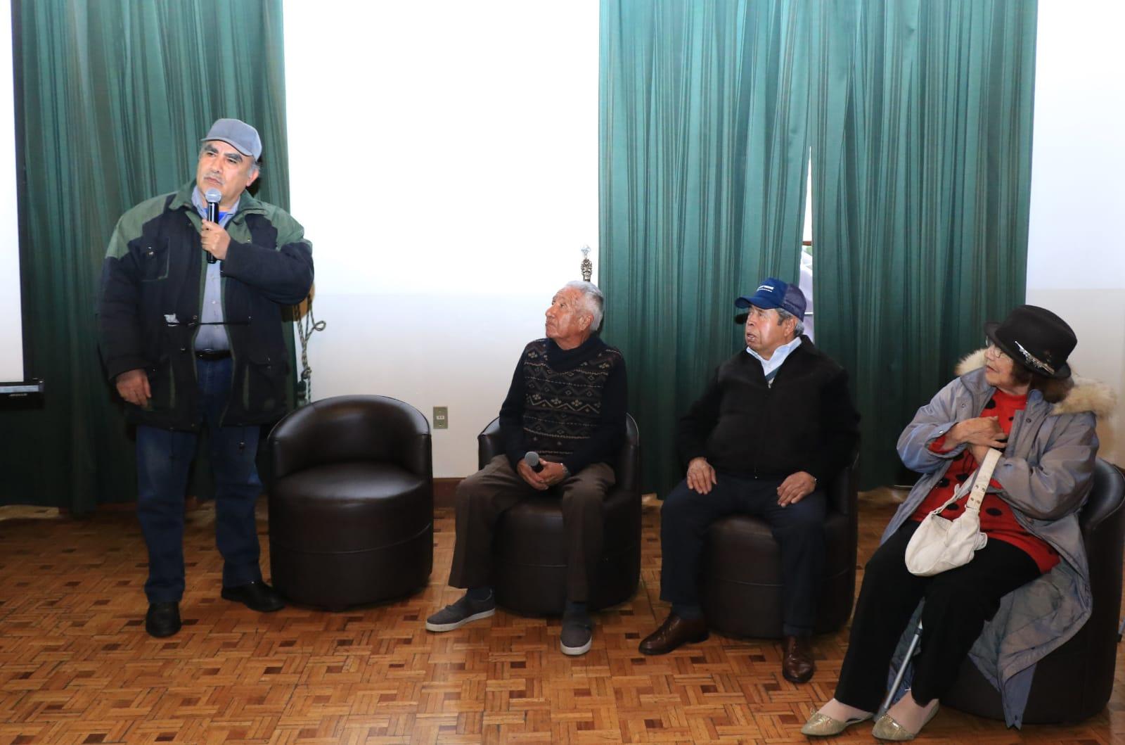 Comparten ferrocarrileros experiencias de vida en Tertulia Toluqueña