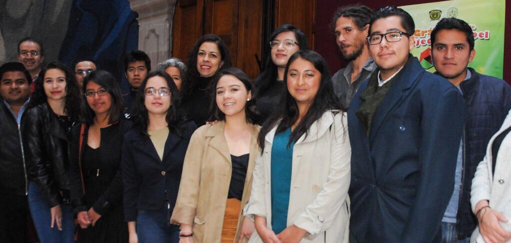 Exponen en el Congreso obras de estudiantes de arte