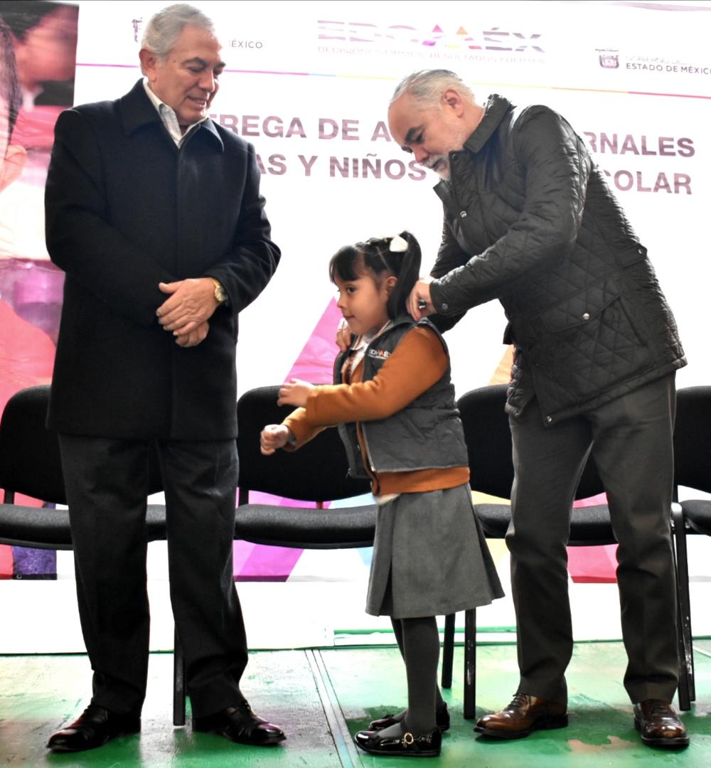 Reciben niños de preescolar región XIV Tepotzotlán apoyos invernales