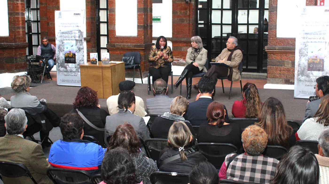 """Presentan libro """"El Cuervo y el Halcón"""" en Palacio Municipal de Toluca"""