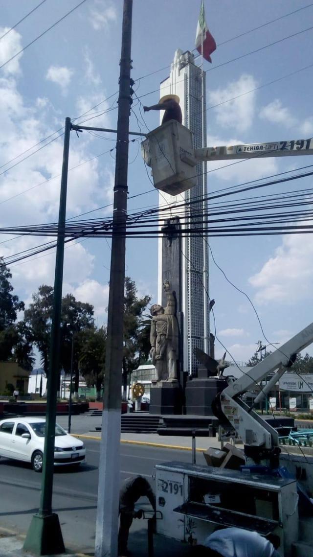Continúa el trabajo de mantenimiento de la red de alumbrado público en Toluca