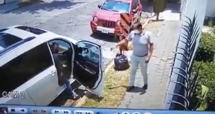 #Video asaltan a automolista en #Tlalnepantla que venían siguiendo desde el banco