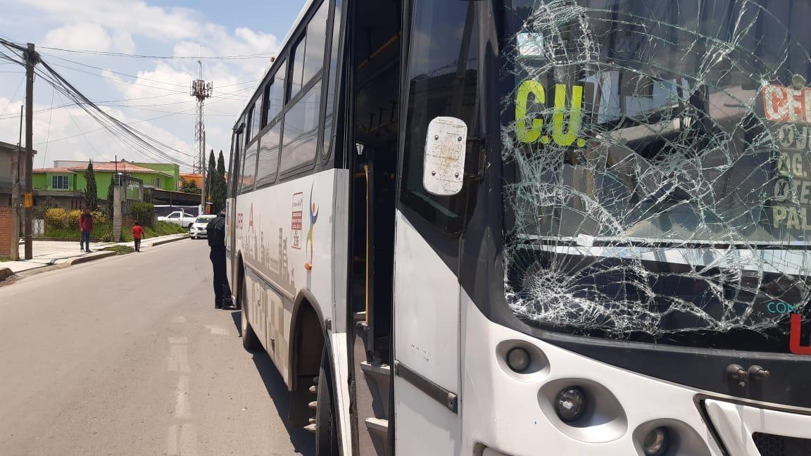 Unidad del transporte público atropella a dos niños en San Pablo Autopan