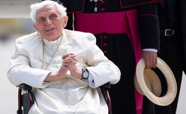 Benedicto XVI está gravemente enfermo