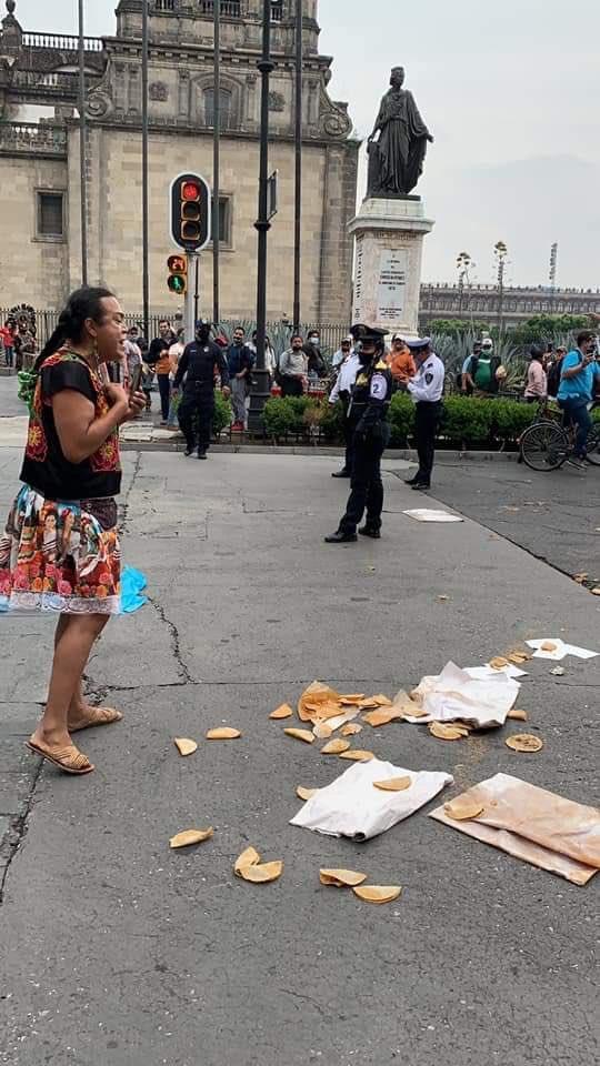 """Policías de la CDMX quitan puesto a """"Lady Tacos de Canasta"""""""