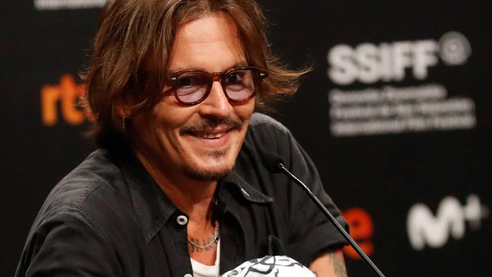 'Trump me hace reír, es un comediante': Johnny Depp