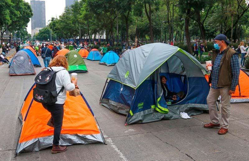 Manifestantes de FRENAAA abandonaron durante la noche sus casas de campaña del plantón en Avenida Juárez