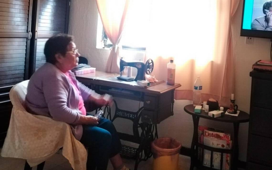 Busca INEA a abuelitos que toman clases por televisión