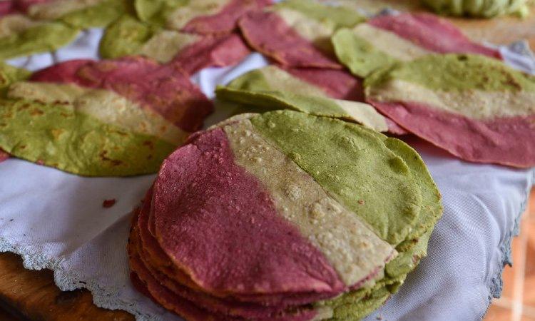 Conoce la tortilla tricolor hecha en Toluca