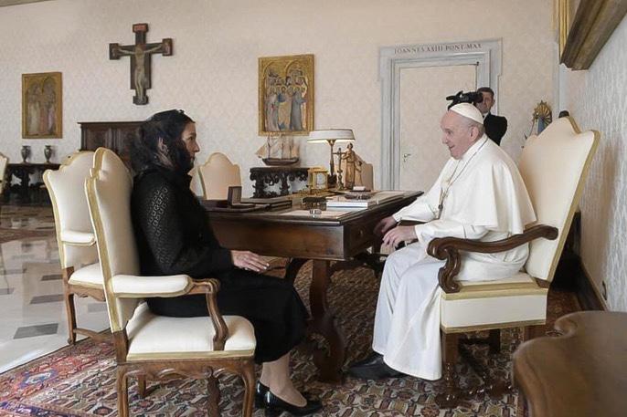 Se reúne Beatriz Gutiérrez Müller con el Papa Francisco en El Vaticano