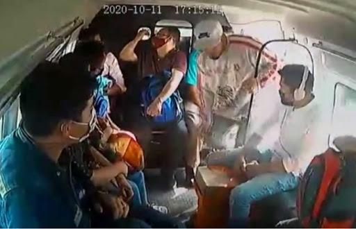 Pasajeros se bajan del trasporte público al identificar a asaltantes