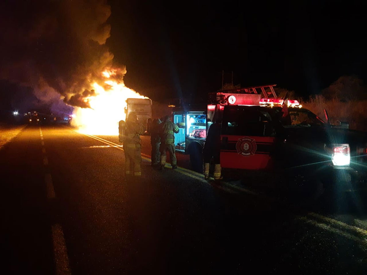Se incendia autobús de pasajeros en Durango