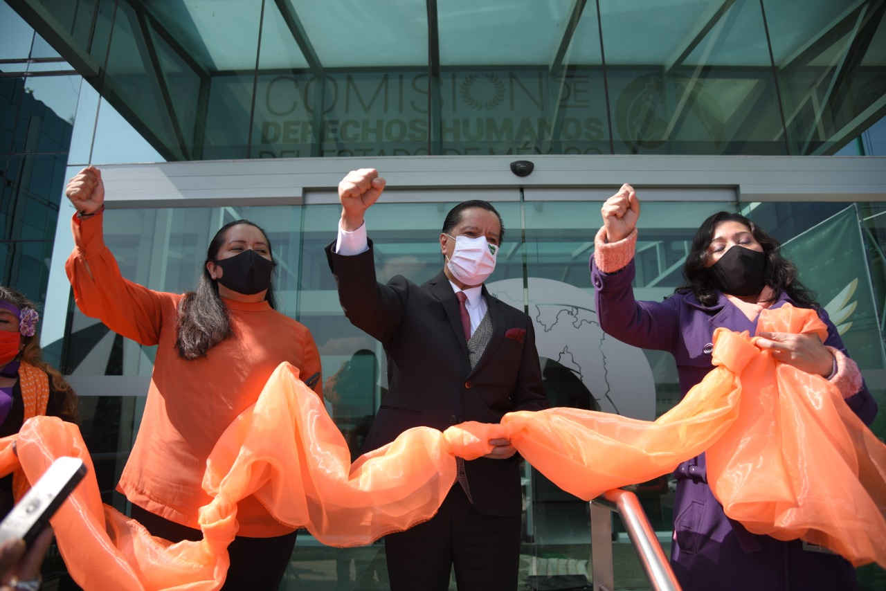 Mujeres perredistas toman simbólicamente sede de la Codhem