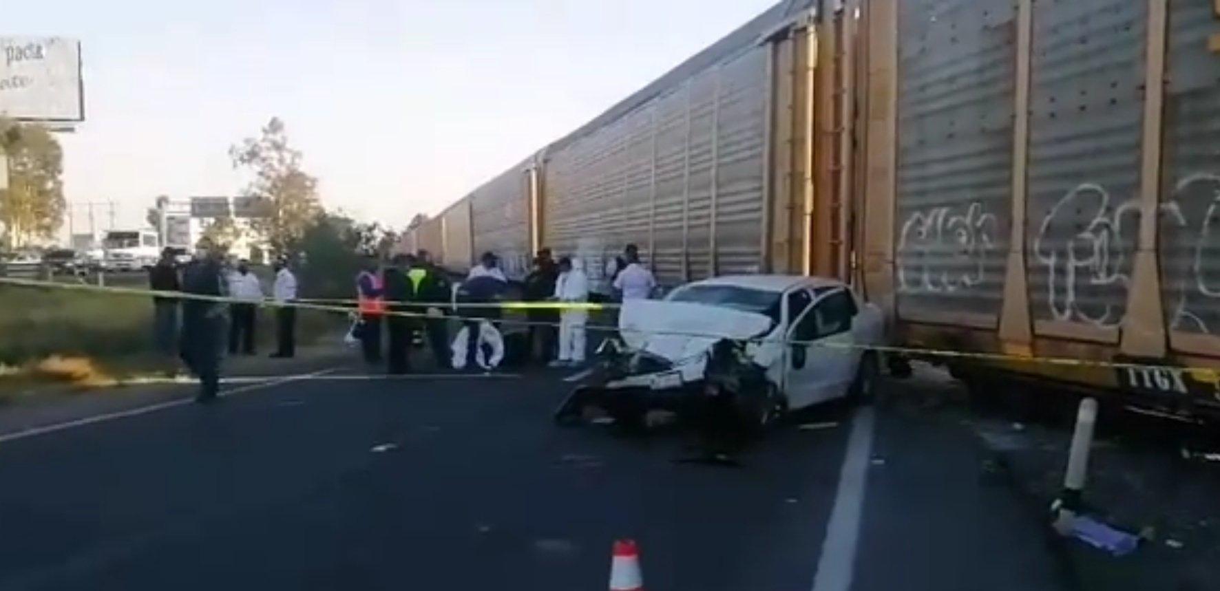 Dos personas mueren al intentar ganarle el paso al tren en la Toluca-Palmillas