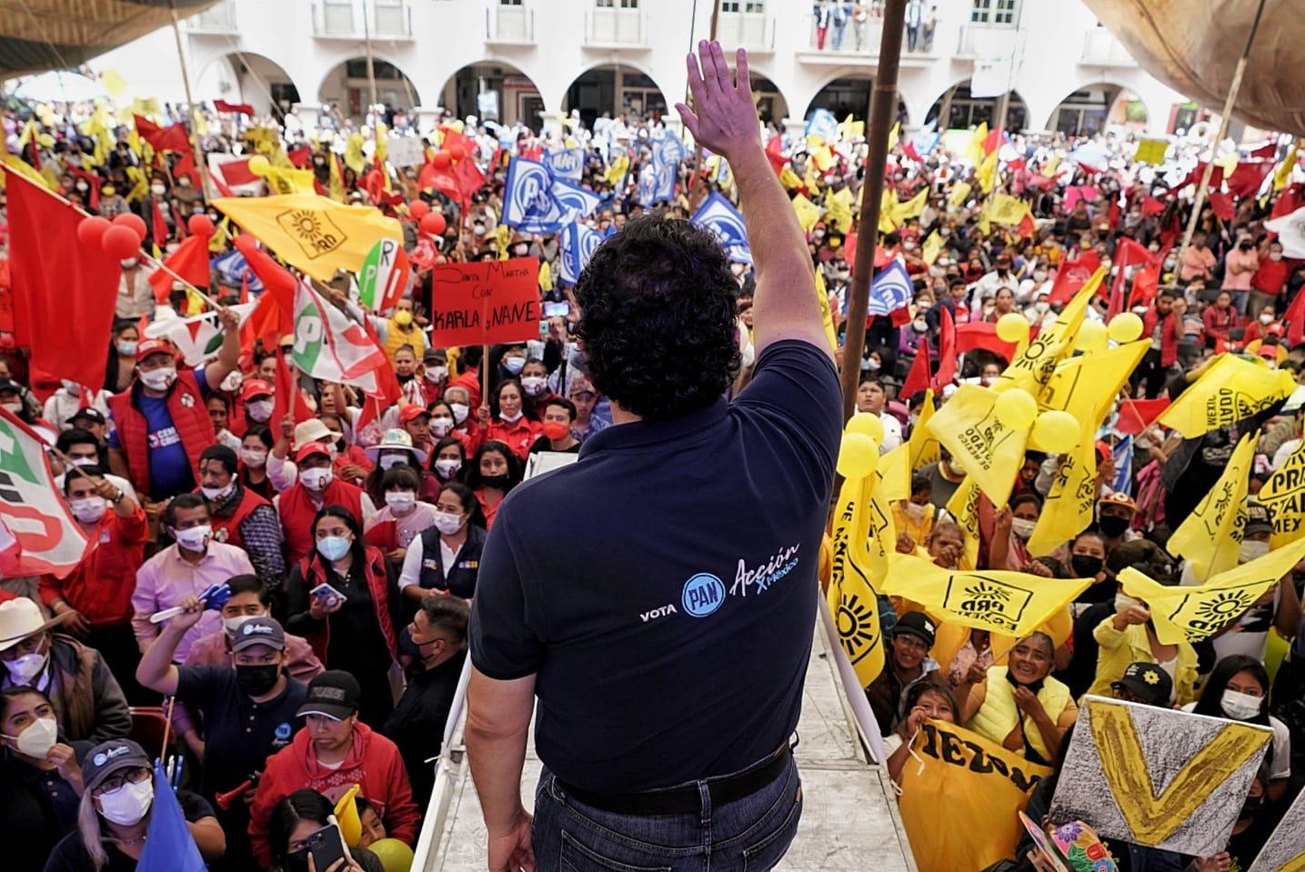 Con gran entusiasmo asiste Enrique Vargas al cierre de campañas