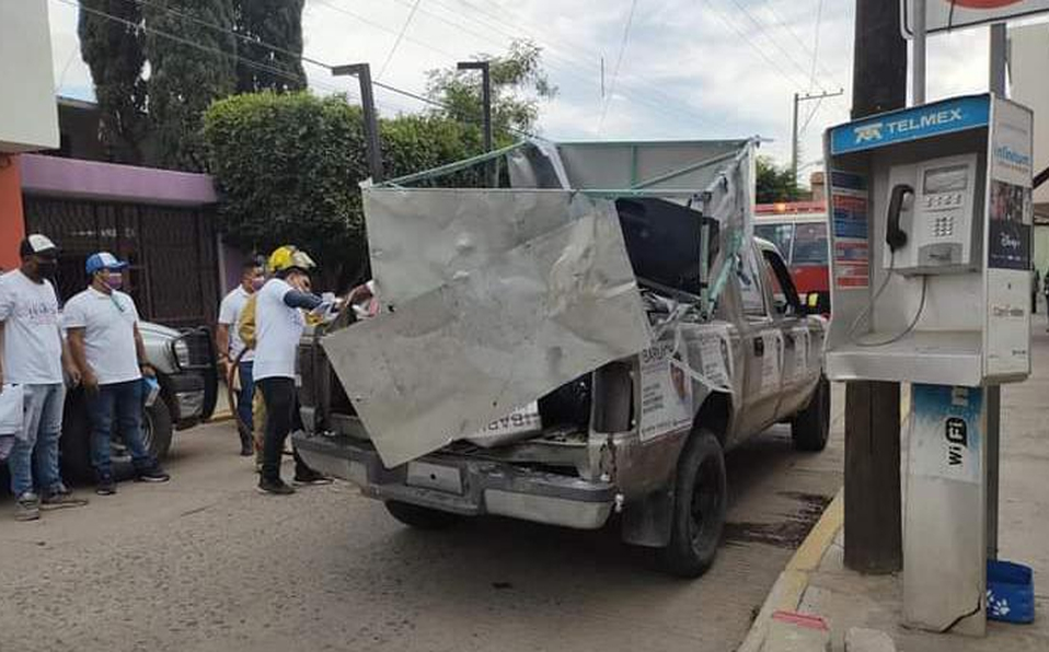 5 heridos graves tras explosión de camión que transportaba pirotecnia para un acto de campaña en Oaxaca