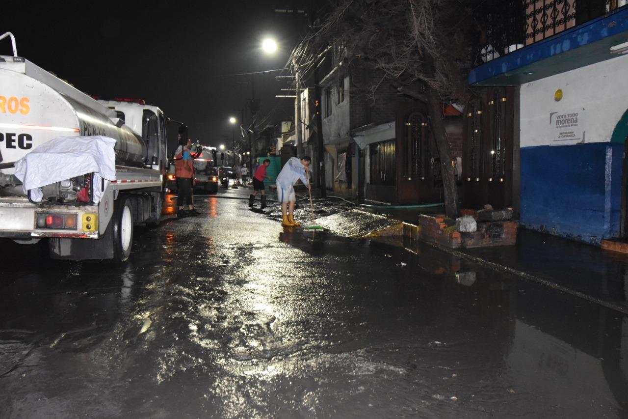 Autoridades desalojan agua de lluvia que ocasionó anegaciones en 10 colonias de Ecatepec