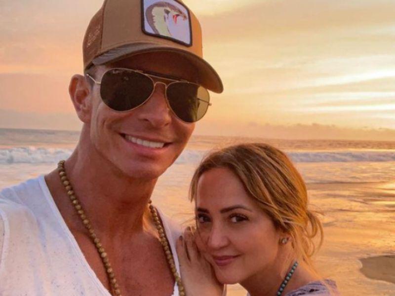 ¡Erik Rubín es captado en la playa con dos mujeres mucho más jóvenes que su esposa! Se dice que no es la primera vez