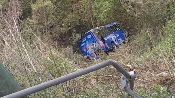 19 heridos luego que autobús cayera a un barranco en Cuajimalpa