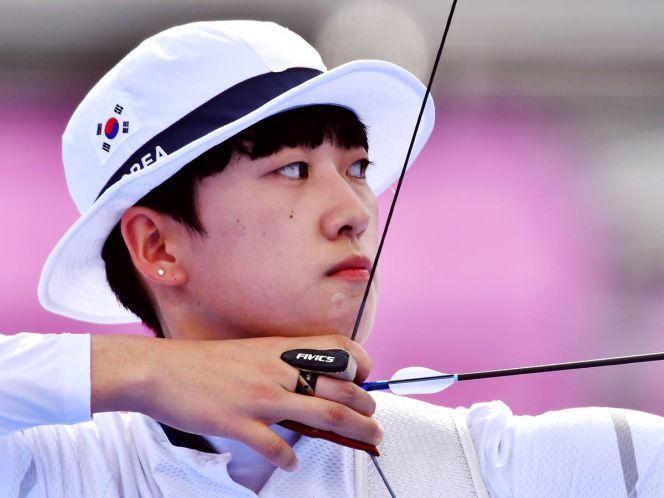 Medallista coreana recibe insultos por traer el cabello corto