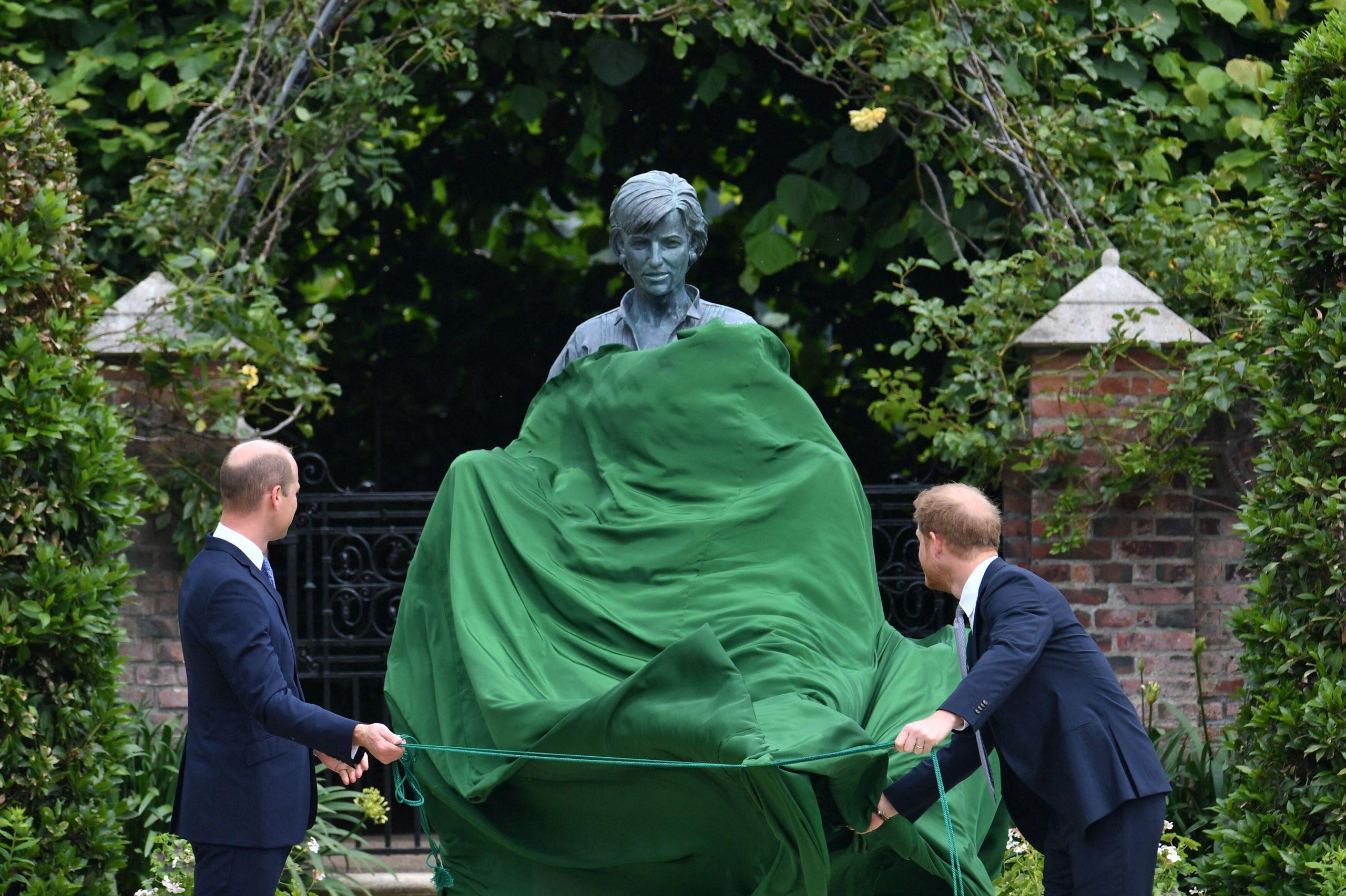 ¿Habría reconciliación? William y Harry develan la estatua de su madre la princesa Diana