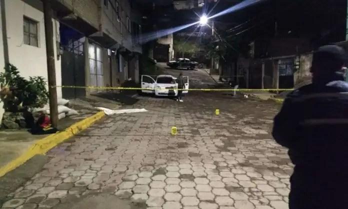 Encuentran a taxista ejecutado con Narco manta en Coacalco