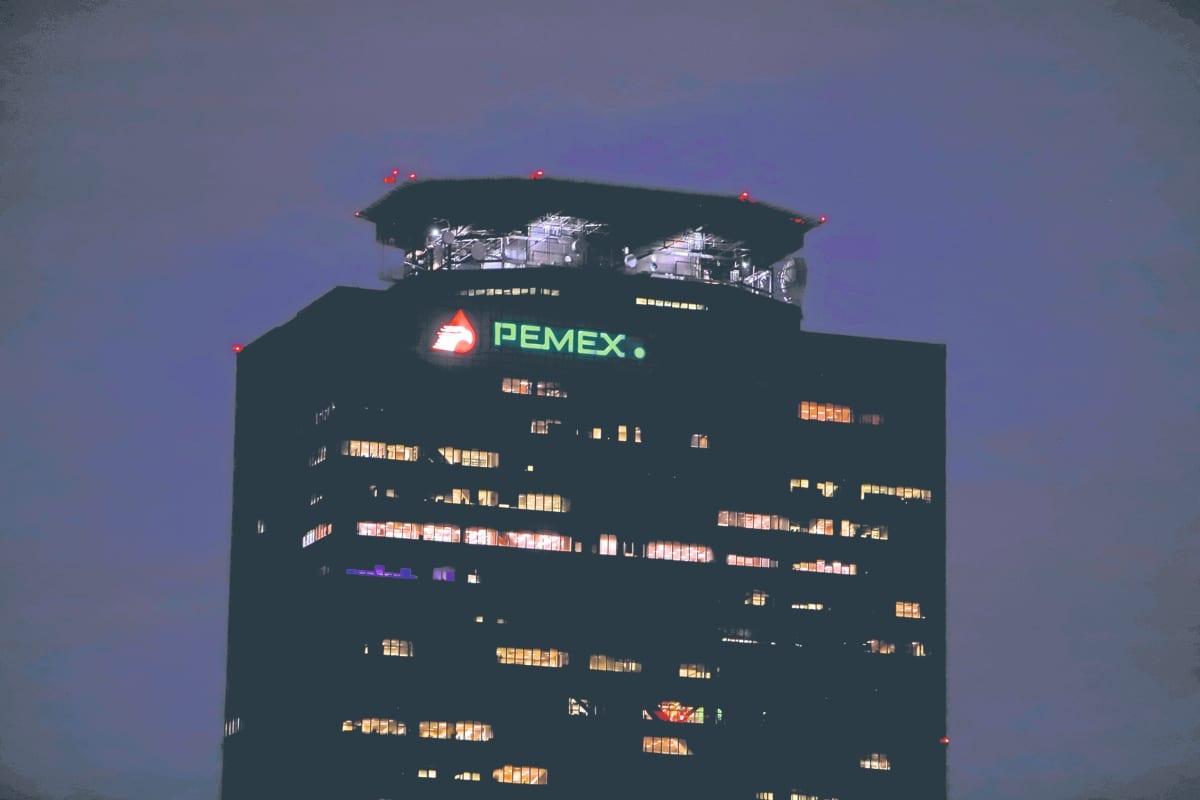 """Moody's baja calificación crediticia de PEMEX a grado """"basura"""""""