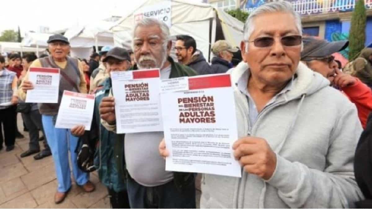 ¡Excelente noticia! Baja a 65 años la edad para recibir la pensión de adultos mayores