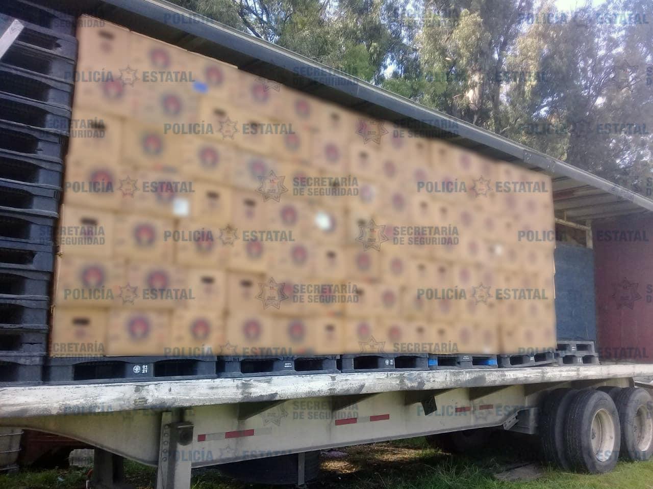 Recuperan camion de chelas en Acolman