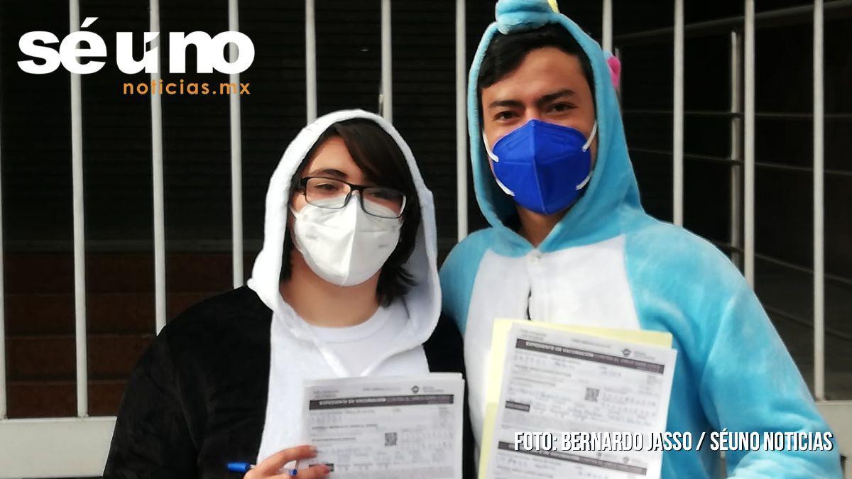 ¿En pijama? Así acudieron los jóvenes a vacunarse en Toluca